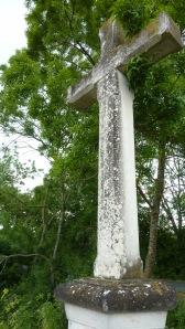 La croix commémorative sur la levée de Saintes Gemmes
