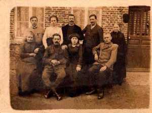 H. Ruphine E est à droite au deuxième rang
