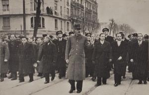 De Gaulle à l'angle de la rue d'Alsace et du boulevard Foch
