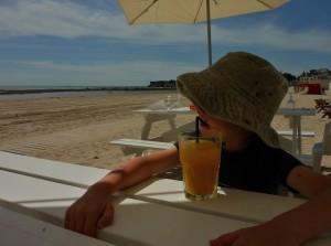 au bar de la plage...